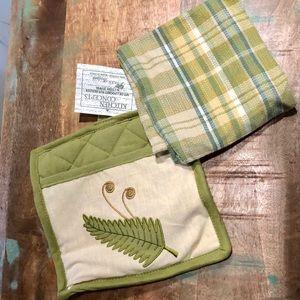 NWT Potholder & Kitchen Towel Set